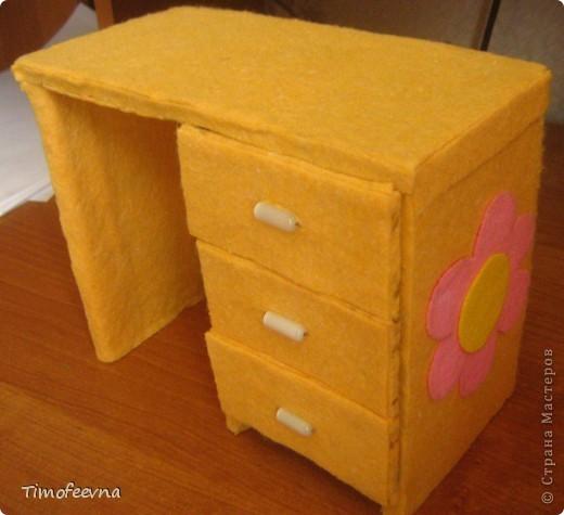 Как сделать стол для кукол из коробки