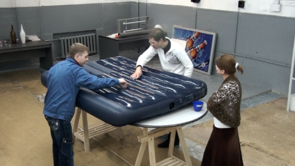 Ремонт надувного матраса своими руками бархатистой части 86