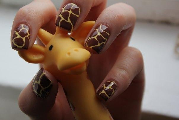 Фото жирафа на ногтях