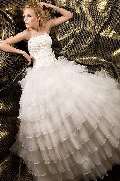 девочка в платье белом можно с вами познакомиться