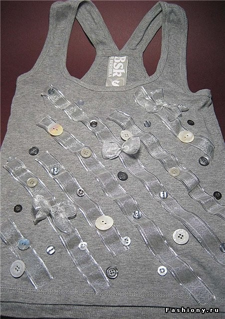 Как украсить футболку пуговицами своими руками 95