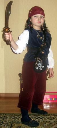 Как сделать костюм пирата?