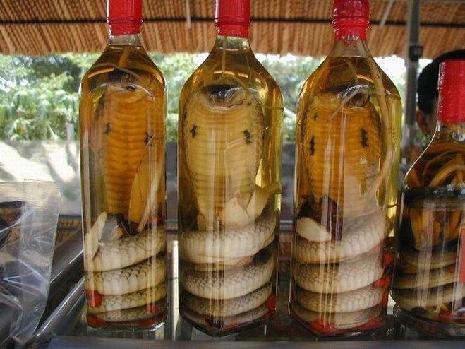 Китайский алкоголь очень специфичный, а импортные алкогольные напитки в китае стоят дорого.