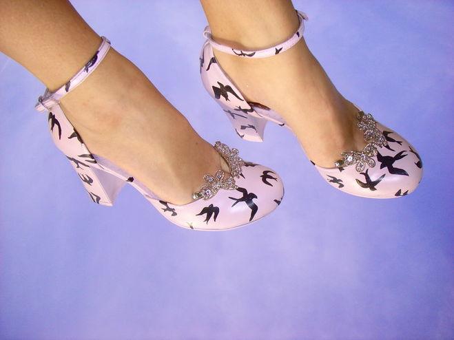 Как переделать белые туфли