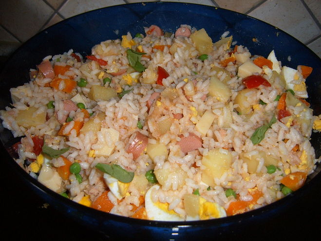 салат с консервой и рисом с фото