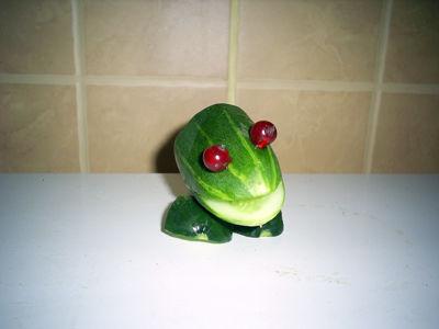 Как сделать лягушку из огурца пошаговое 25