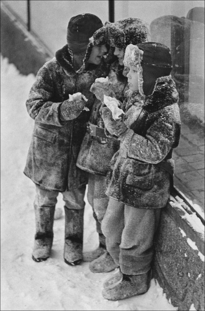 Слушать песню льёт ли тёплый дождь падает ли снег слушать
