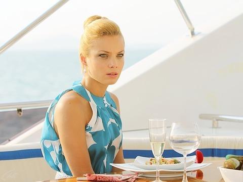 По российскому телевидению данный сезон сериала покажут с 13 января 2014 года на Первом Канале