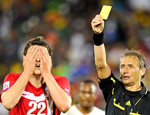 в желтая футболе карточка