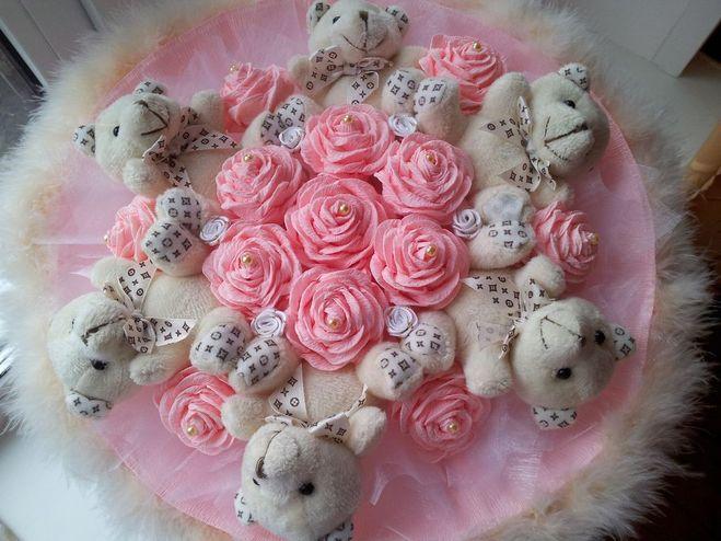 Сделать букет из роз из гофрированной бумаги своими руками