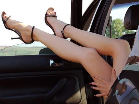 Сексуальные ножки в туфельках