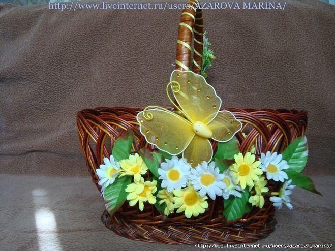 Украсить корзину цветами