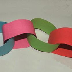 72Как сделать елочную цепь из цветной бумаги сочинение