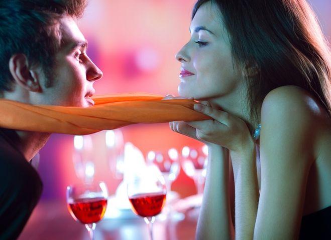 видео девушка флиртует сексуально онлайн