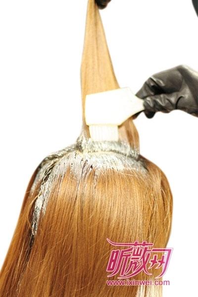 Как красить корни волос в домашних условиях