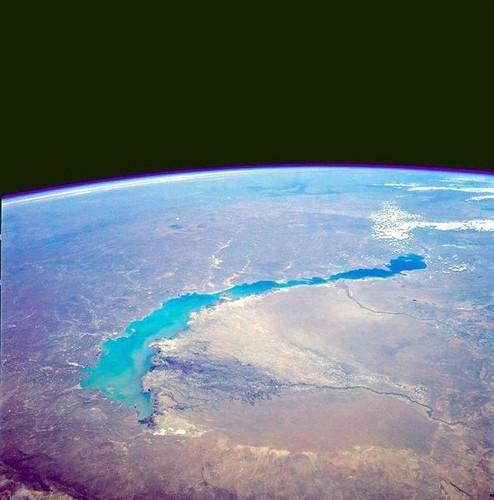 Какое озеро наполовину пресное, а ...: www.bolshoyvopros.ru/questions/212696-kakoe-ozero-napolovinu...