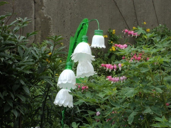 Как сделать цветы из бутылок пластиковых для сада фото