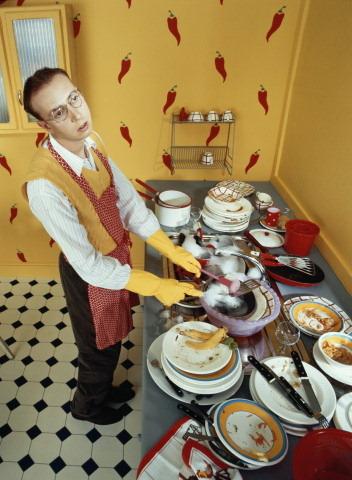 Муж не моет посуду