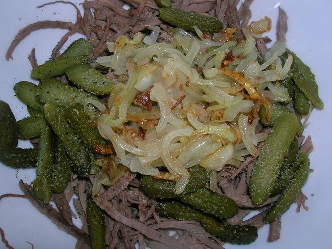 Говядина омлет огурцы соленые салат фото