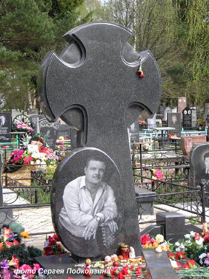 Памятники на кладбище фото круг купить памятник на могилу недорого ф