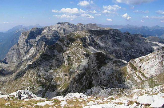 Проклятые горы, Проклетие