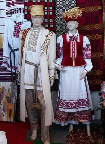 Что показывает национальная одежда