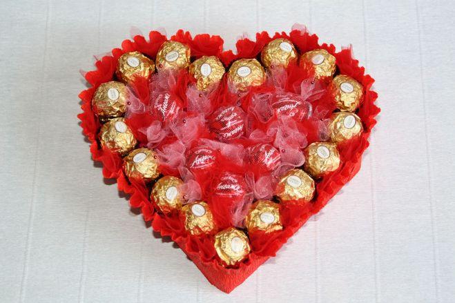 Как сделать сердечко из конфет фото