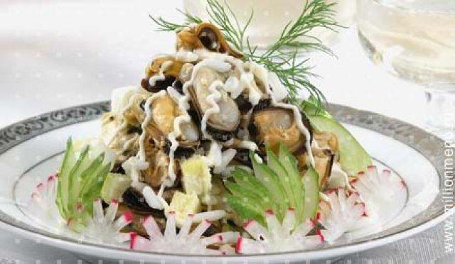 Рецепт салата с мидиями и креветками с