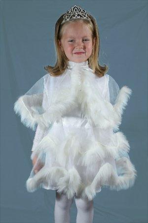 Девочка в платье снежинки