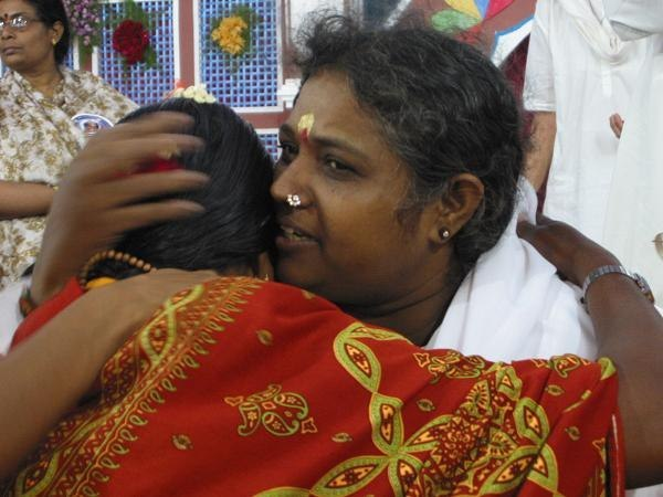 Почему Мата Амританандамайи за свою жизнь обнял больше 30 миллионов человек?