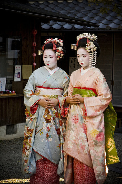 Как называются платья у гейши