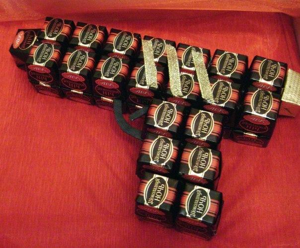 Подарки из конфет своими руками на 23 февраля
